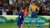 Foto: Cristiano Ronaldo Pamer Tubuh Kekar di Camp Nou