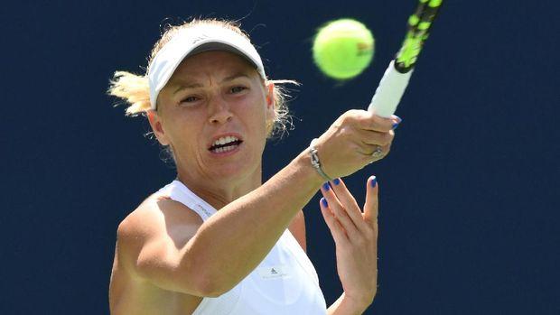 Caroline Wozniacki dikalahkan Elina Svitolina di final.