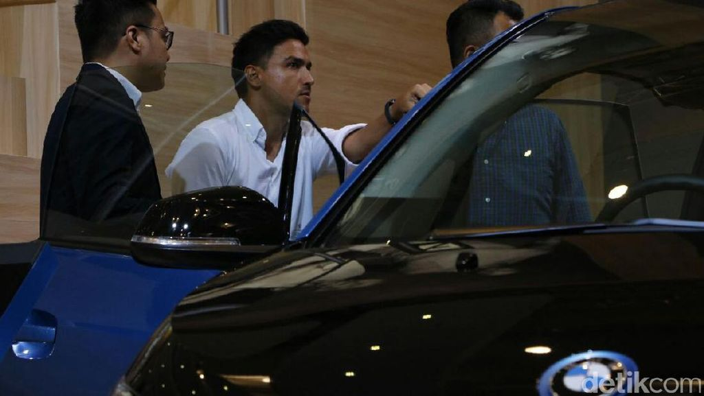 Banyak Mobil di GIIAS, Hamish Daud Kepincut BMW Seri 5
