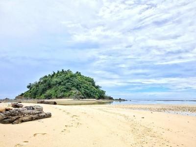 Pernah Dengar Nama Pulau Pinjan? Cantik Banget Lho