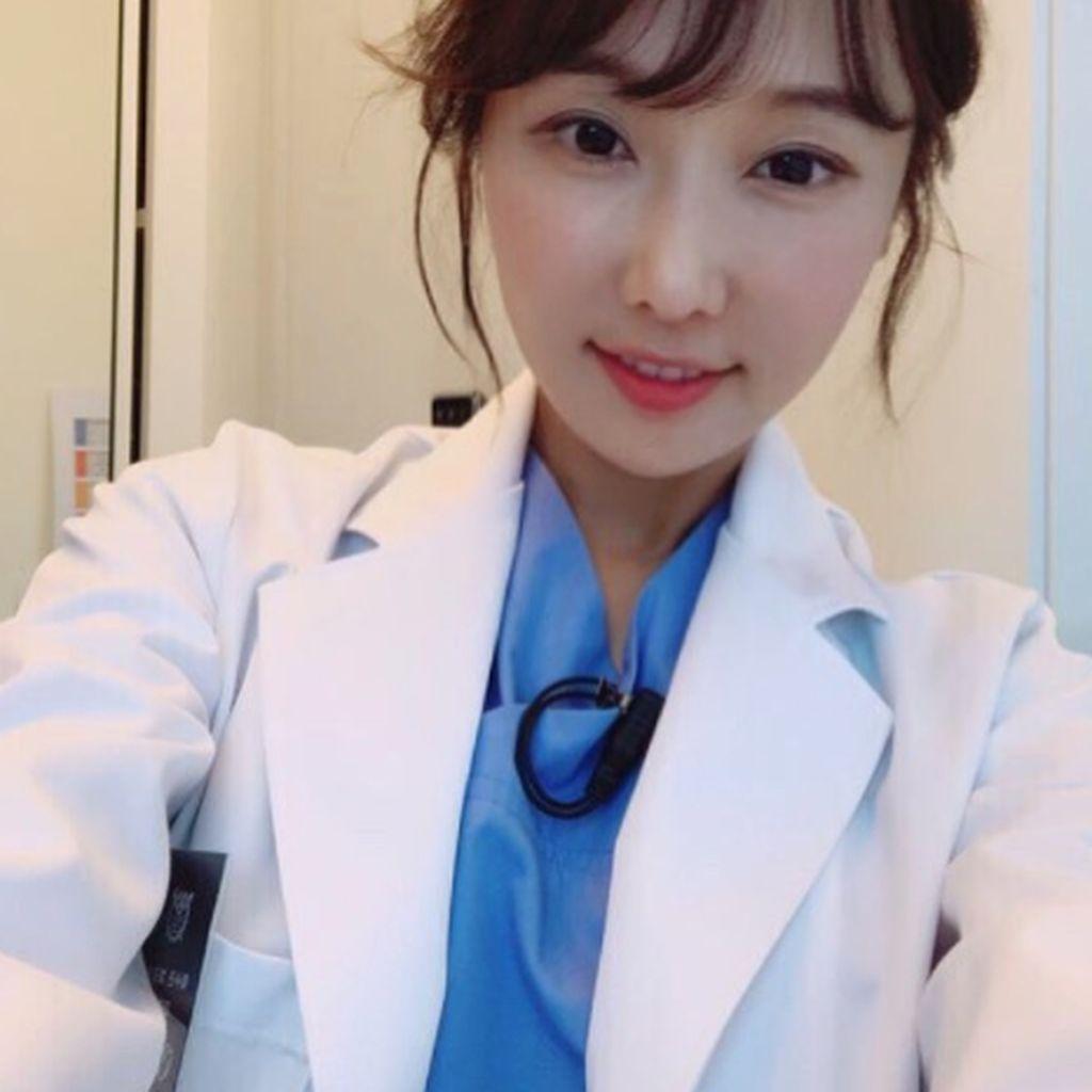 Sudah Tua Muka Belia, Dokter Cantik Ini Jadi Selebgram