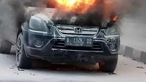Mobil Terbakar di Depan RSCM, Lalu Lintas Tersendat