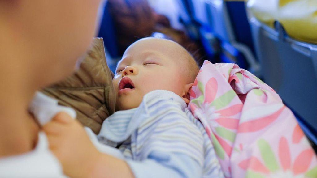 Cerita Ibu Saat Ajak Bayi 2 Minggu Naik Pesawat