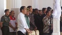 Momen Keakraban Jokowi dan Panglima di Geladi Resik HUT RI
