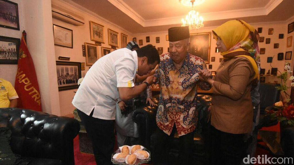 Nurdin Halid dan Petinggi Golkar Kunjungi Tokoh Pahlawan Sulsel