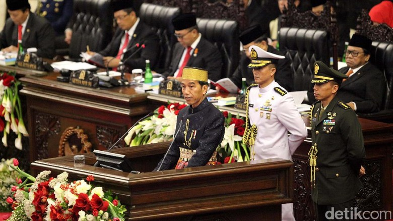 Di Sidang DPR-DPD, Jokowi-JK Jadi Sasaran Selfie Anggota Dewan