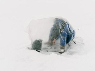 Begini Jadinya Kalau Mancing di Sungai Es