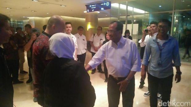 Menhub Budi tiba di acara Indonesia Happy /