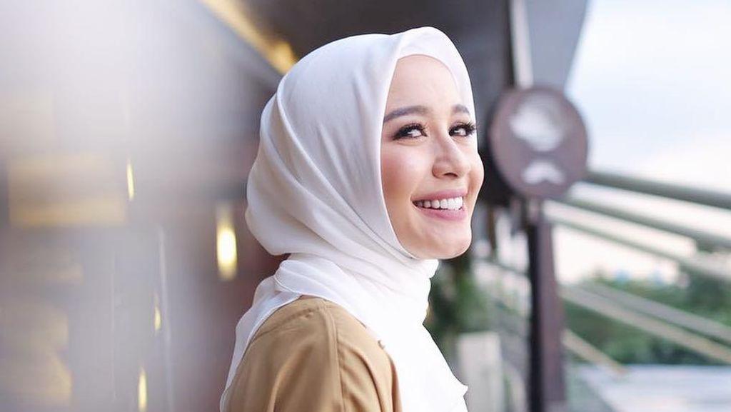 Foto: 15 Gaya Hijab Laudya Cynthia Bella, Calon Pengantin yang Makin Cantik