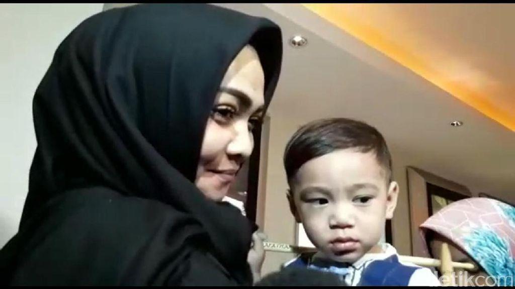 Mama Rieta Hadir di Ulang Tahun Rafathar, ke Mana Mama Amy?