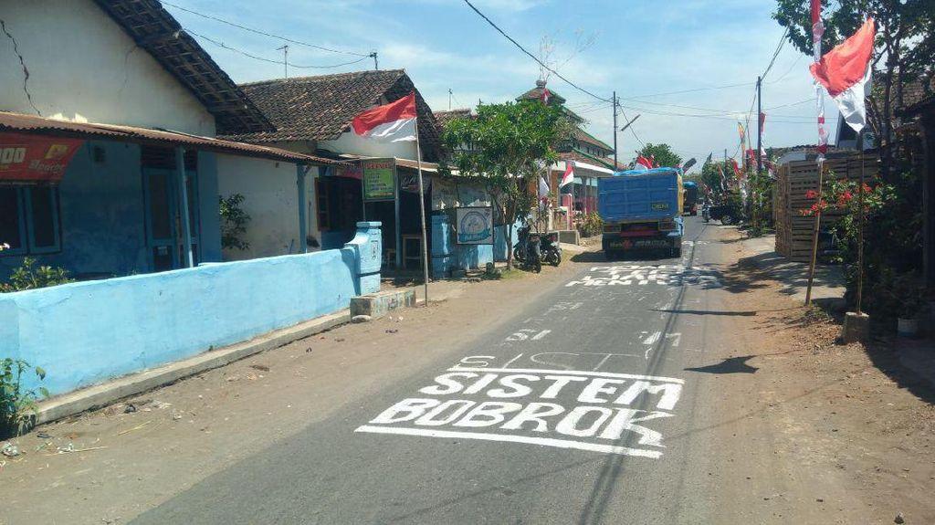 Tolak Digusur, Warga Kediri Pertahankan Makam Desa