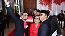 Foto: Gaya Menteri Jokowi Selfie Sebelum Sidang Tahunan