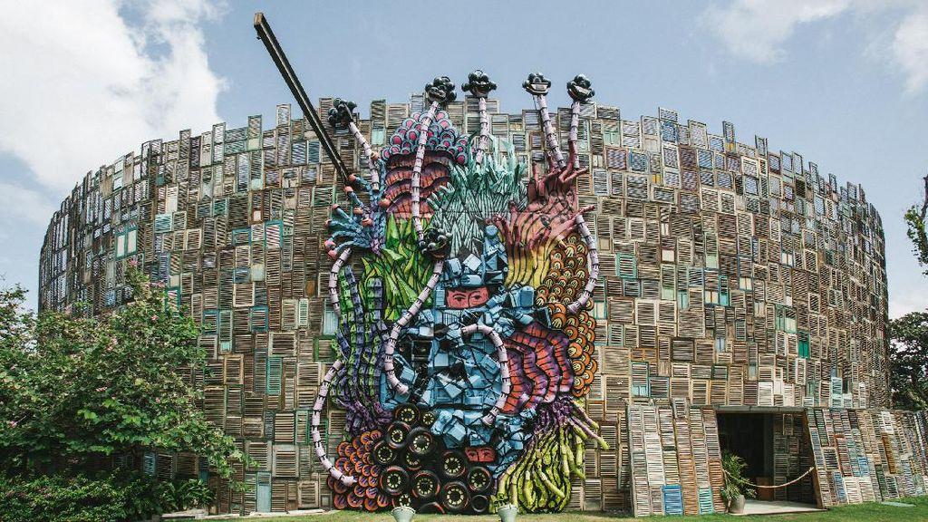 Karya Instalasi Eko Nugroho di Bali Terbuat dari 300 Kilogram Sampah