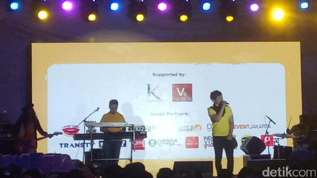 Team Lo Kocok Perut 1.500 Pengunjung Indonesia Happy