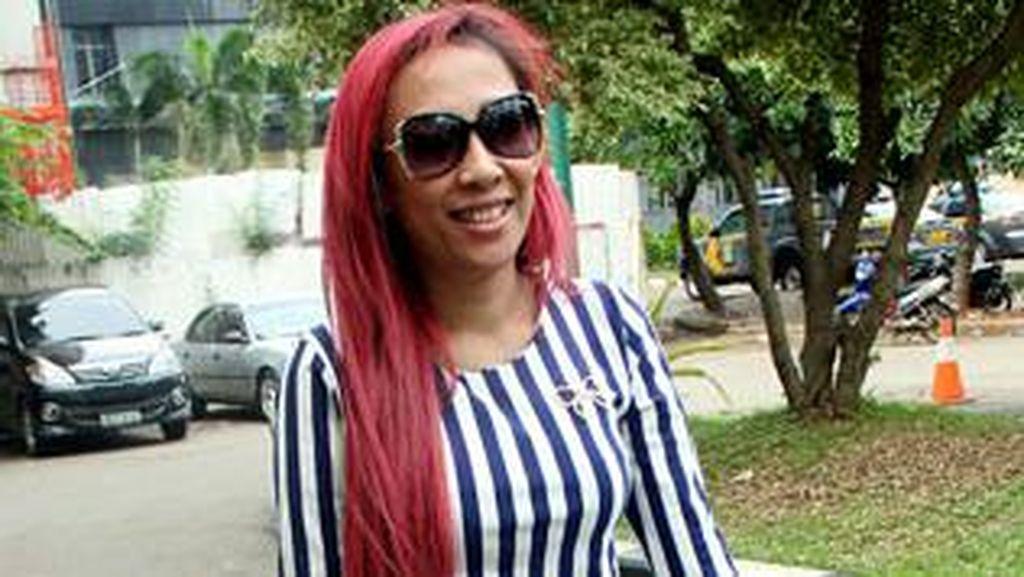 Unggah Foto Kedekatan dengan Bupati, Dewi Sanca Bantah Cari Sensasi