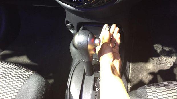 Saklar audio Venom di mobil Nissan March