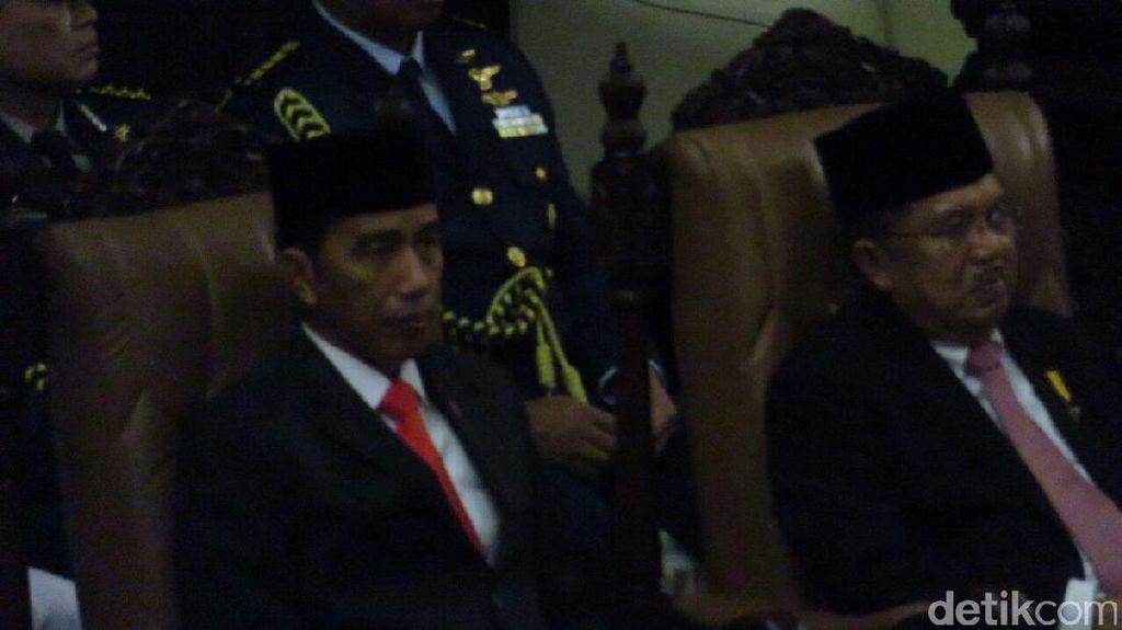 Bahas APBN 2018, Jokowi Singgung Soal Anak Kerdil