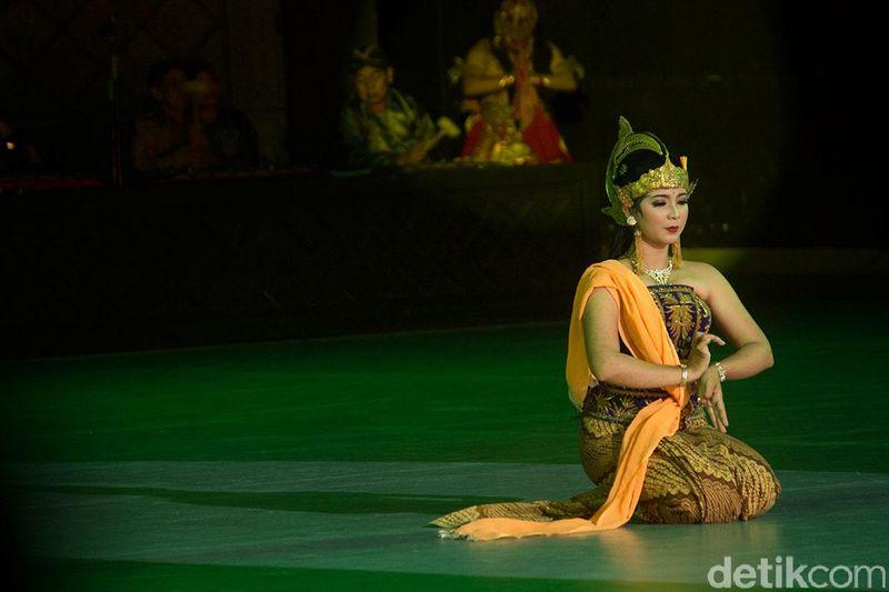 Ramayana Ballet Prambanan merupakan pertunjukan drama dan seni yang mengisahkan tentang epos Ramayana. Tokoh Dewi Shinta pun menjadi wanita yang diperebutkan (Randy/detikTravel)