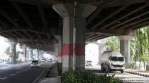 Sambut HUT RI, Tiang Jembatan Layang Tol Dicat Merah Putih