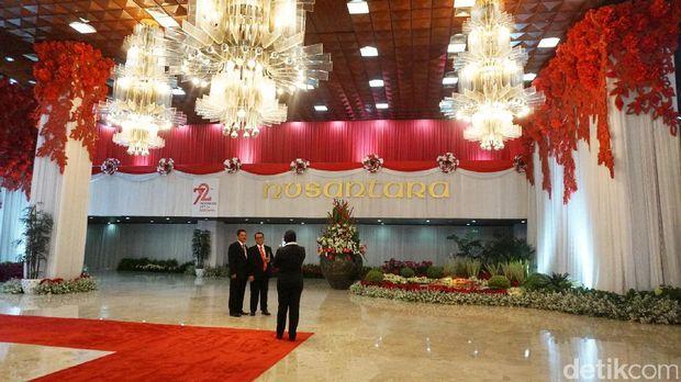 Permalink to Cantiknya Nuansa Merah-Putih yang Hiasi DPR untuk Sambut Jokowi