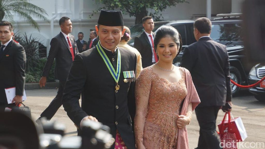 Foto: Tampil Menawan, Agus dan Annisa Pohan Ikut Upacara di Istana