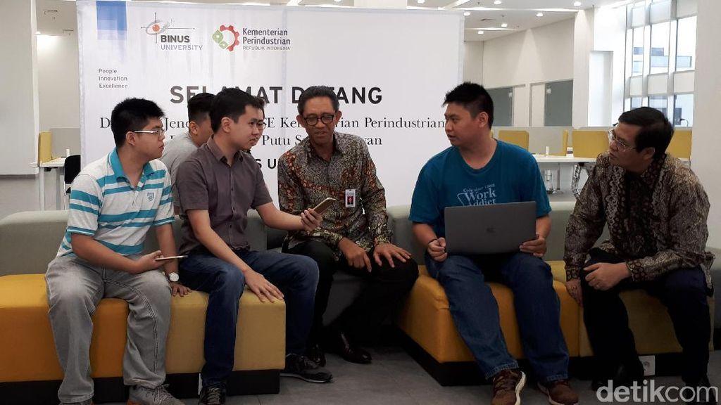 Apple Lirik Mahasiswa Indonesia