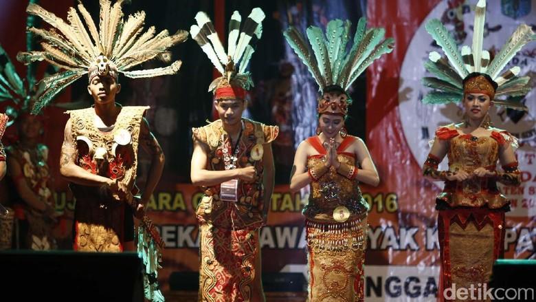 Foto: Gawai Dayak yang berlangsung di Sintang, Kalimantan Barat (Rachman Haryanto/detikTravel)