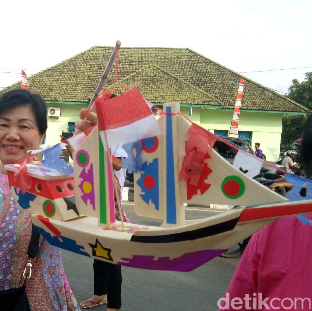 Penjual Mainan Bertema HUT Kemerdekaan RI Banjiri Palembang