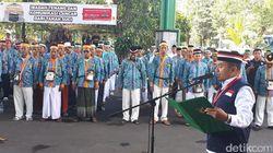 Calon Jemaah Haji Gelar Upacara Agustus di Asrama Haji Sukolilo