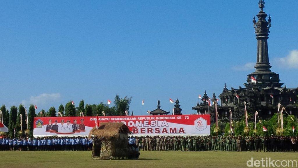 Sosiodrama Perang Tanah Aron Membuka Upacara HUT RI ke-72 di Bali