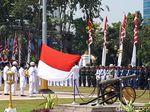 Pakde Karwo Pimpin Upacara HUT ke 72 RI di Grahadi