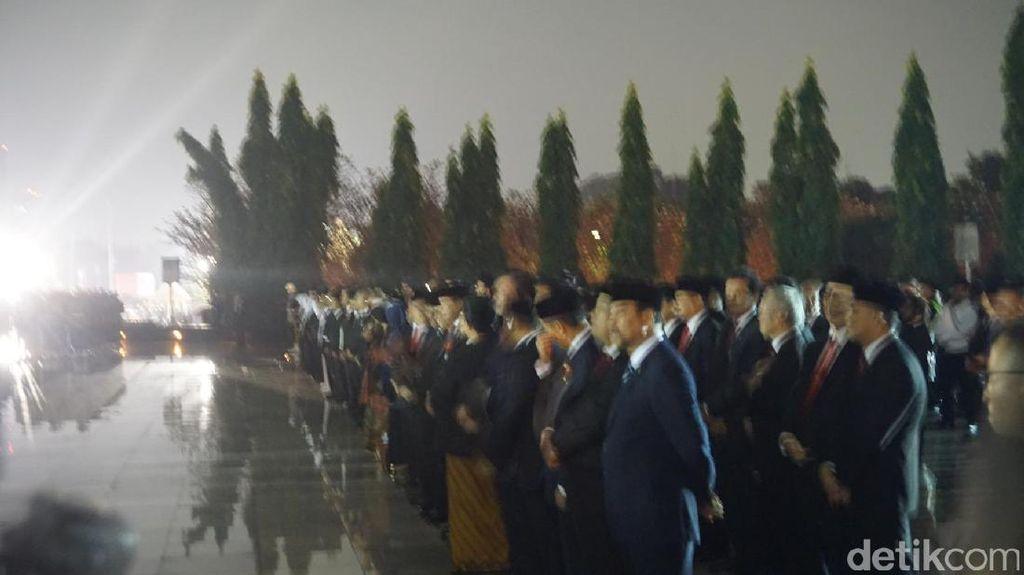 Presiden Jokowi Pimpin Malam Renungan Suci di TMP Kalibata