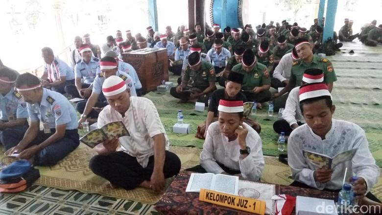 Aksi 171717, TNI di Surakarta Peringati HUT RI di Masjid Agung