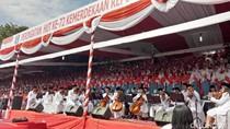 Paduan Suara Kolosal 1.000 Pelajar Meriahkan HUT RI di Grahadi