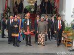 Jelang Upacara Penurunan Bendera, Jokowi Kembali Sapa Warga