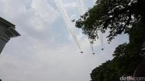Jet Tempur Angkatan Udara Melintas di Atas Istana Merdeka