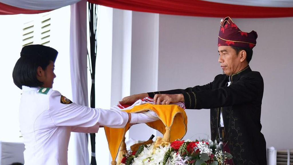 Sore Hari, Upacara Penurunan Bendera di Istana Merdeka Digelar