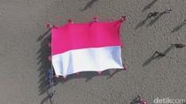 Bendera Merah Putih Raksasa Dikibarkan di Pantai Parangtritis