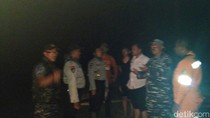 Perahu Tim Evakuasi Terbalik di Trenggalek saat Cek Bangkai Paus