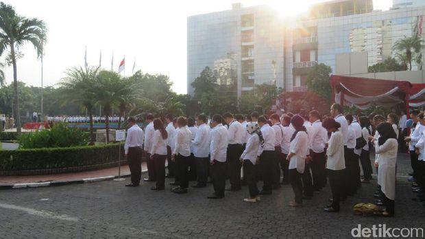 Dirut Pupuk Indonesia Pimpin Upacara HUT RI di Kementerian BUMN