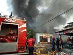 Gudang Barang Bekas di Kapas Madya Terbakar