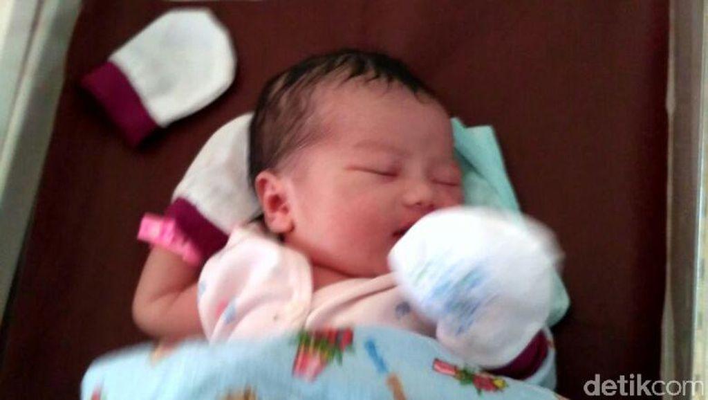 Haru, Tiga Pasangan Ini Lahirkan Anak di Hari Kemerdekaan