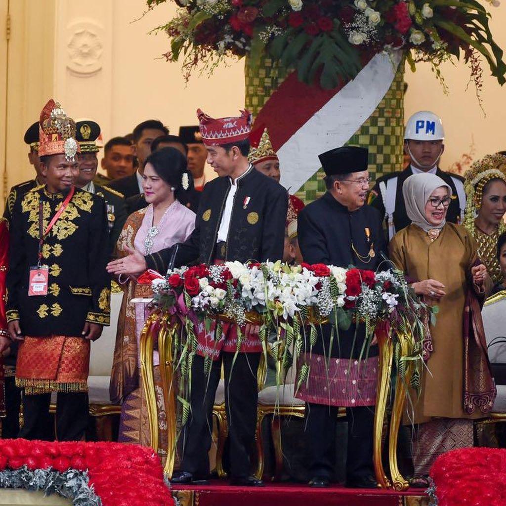 Totalitas Penampilan Warga Ekspresikan Indahnya Kebinekaan di Istana