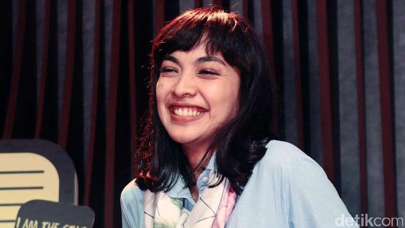 Senyum Semringah ala Tika Bravani