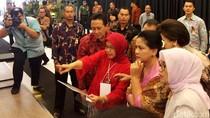Iriana Jokowi, Mufidah JK dan Istri Gubernur BI di Pameran Kerajinan