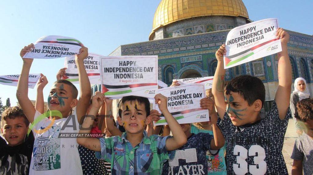 Senyum dan Doa Anak-anak Palestina di Hari Kemerdekaan Indonesia