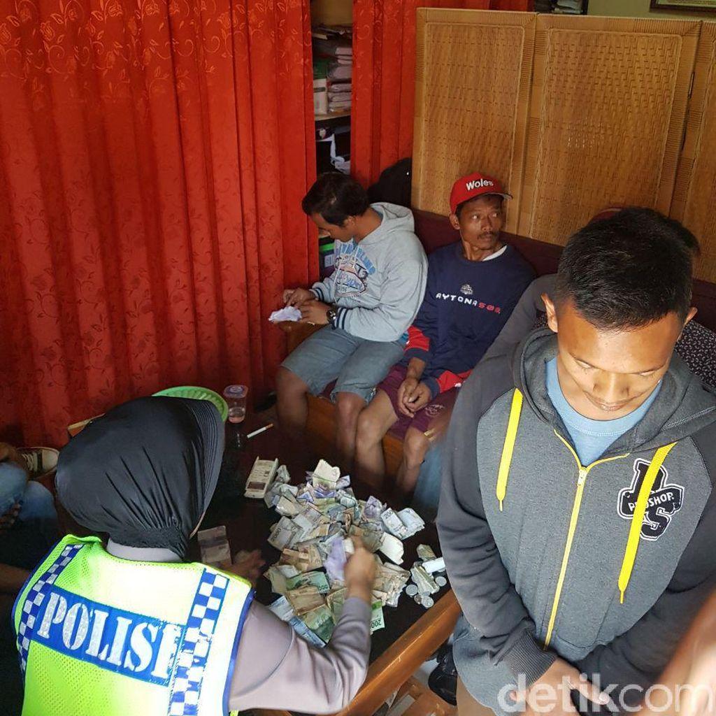 Saber Pungli Ciduk 11 Tukang Parkir Liar di Asrama Haji Cirebon