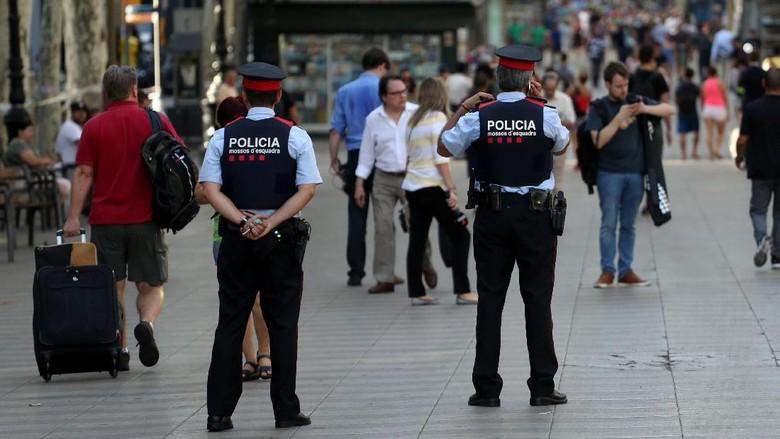 Sempat Dikabarkan Tewas, Penabrak Maut di Barcelona Masih Diburu