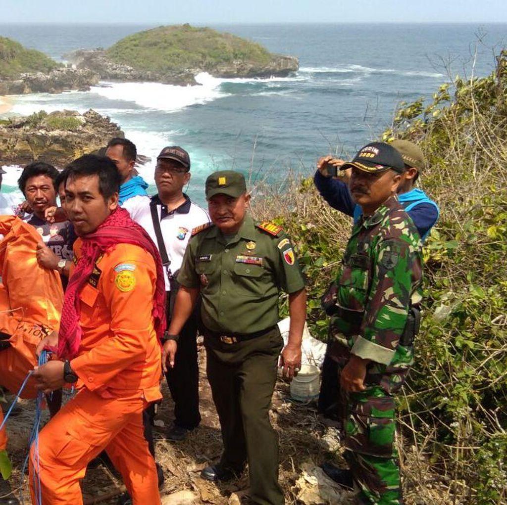 Evakuasi Pemancing Terjebak di Pulau Celeng Terkendala Ombak
