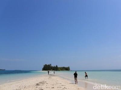 Laut yang Terbelah Itu Ada di Morotai
